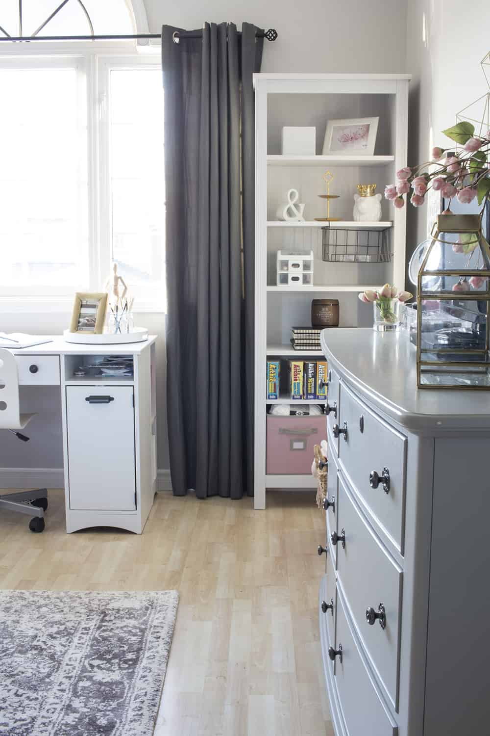 pink and grey bedroom bookshelves
