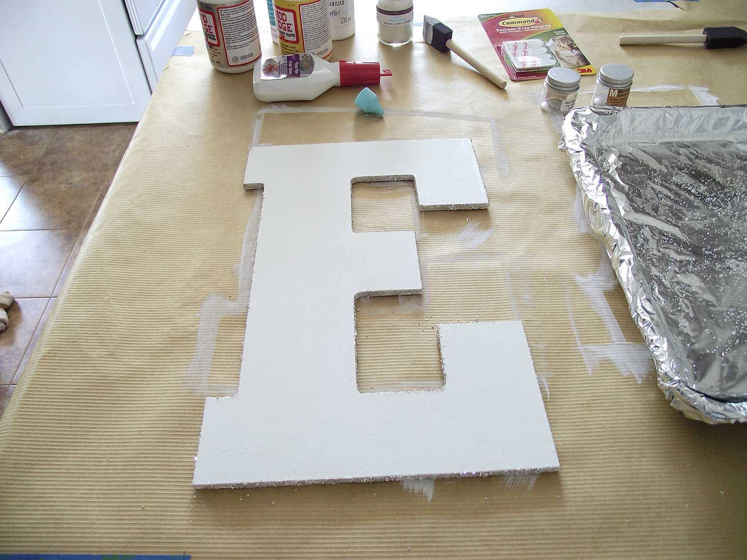 glitter on only edges of letter E for sign