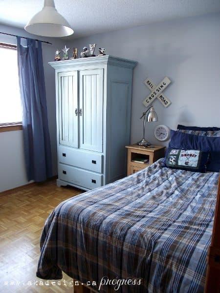 s room east wall