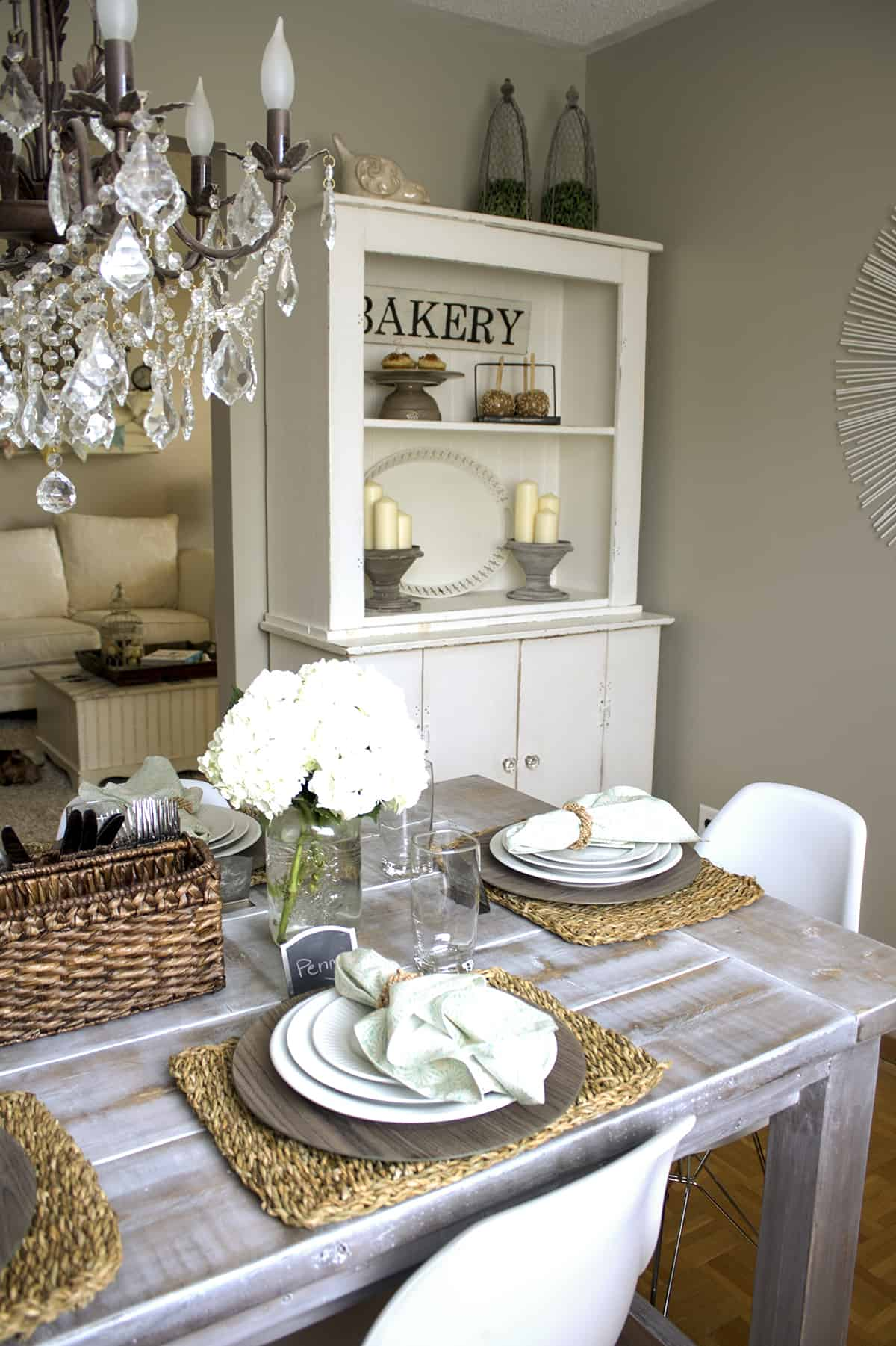 dining room at backsplit