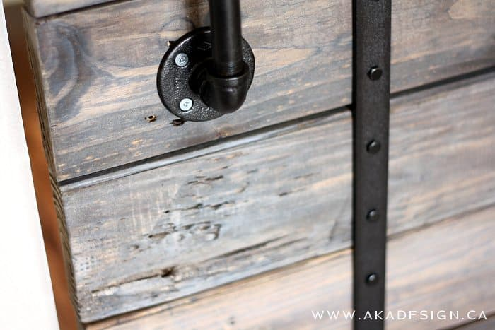 Diy Pallet Sliding Barn Door And Diy Track Feature From