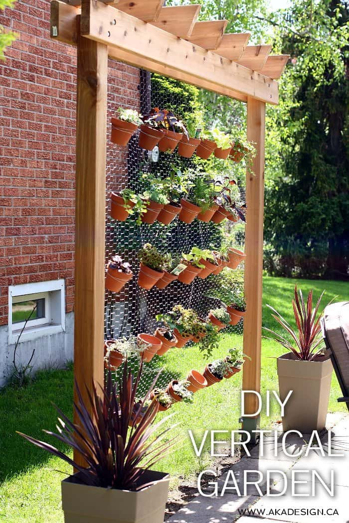How to build your own diy vertical garden wall for Landscaping your own garden