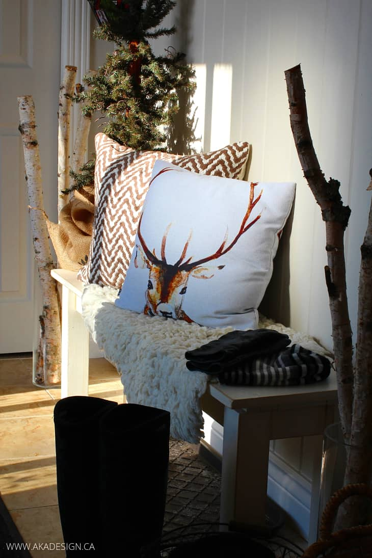 ENTRY BENCH WITH PILLOWS