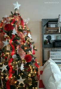 RED AND BURLAP CHRISTMAS TREE