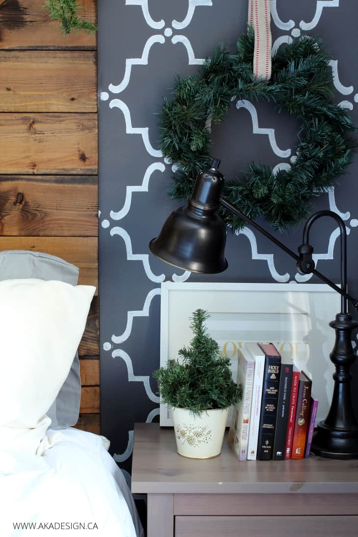 TRELLIS WALL AND NIGHTSTAND