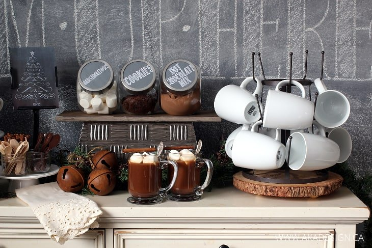BOTTLE DRYING RACK WITH WHITE MUGS