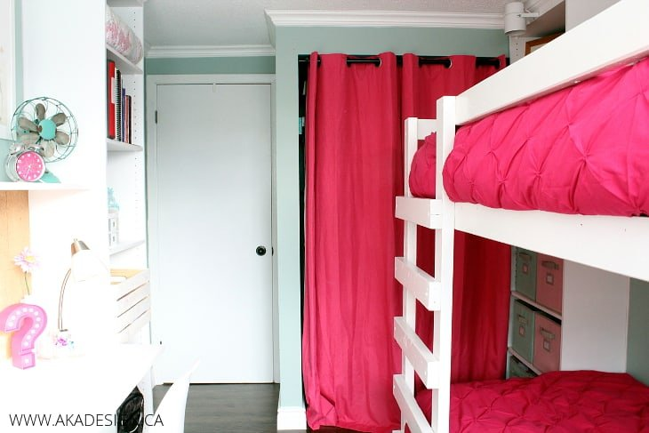 BUNKBEDS AND CLOSET WALL