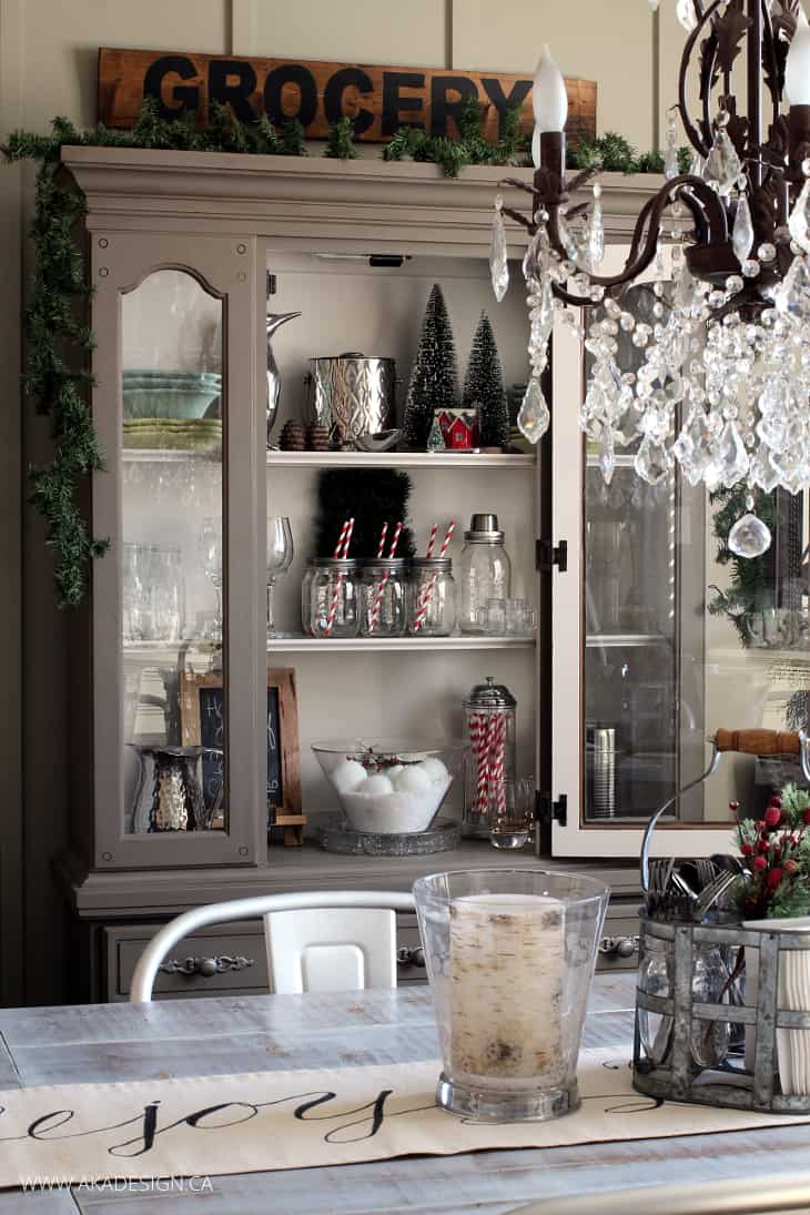 Decorating a dining room hutch for christmas for Dining room xmas decor