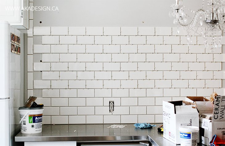 Subway tile wall in the kitchen How to put tile on wall in the kitchen