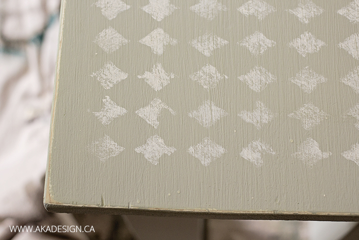DECOART DISTRESSED HARLEQUIN STENCIL