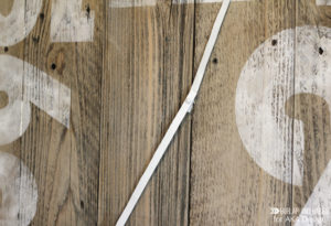 Oversized Rustic Clock   Create this dramatic oversized rustic wall clock using some old fence boards and paint. Get the full tutorial here!