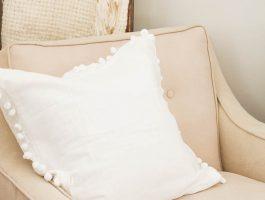 15 Minute Pom Pom Pillow www.makingitinthemountains.com