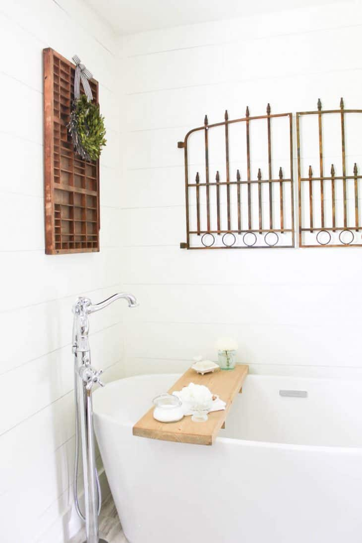 Farmhouse Style Bathroom | www.makingitinthemountains.com