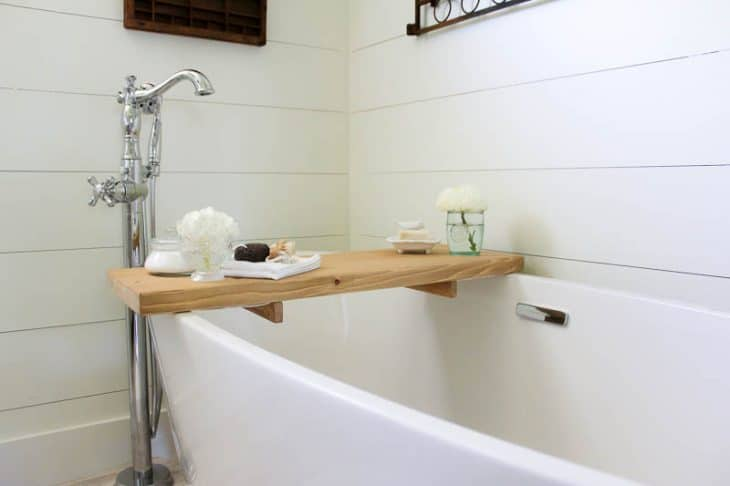 DIY Bathtub Tray | www.makingitinthemountains.com