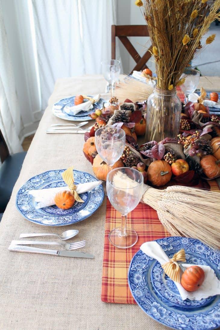 Farmhouse thanksgiving table ideas to help you decorate