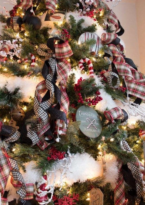 18 DIY Ornaments for a Farmhouse Christmas Tree!