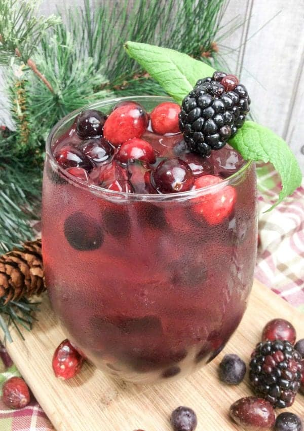 Winter Breeze Cocktail – A Cranberry Flavored Beverage for the Holidays