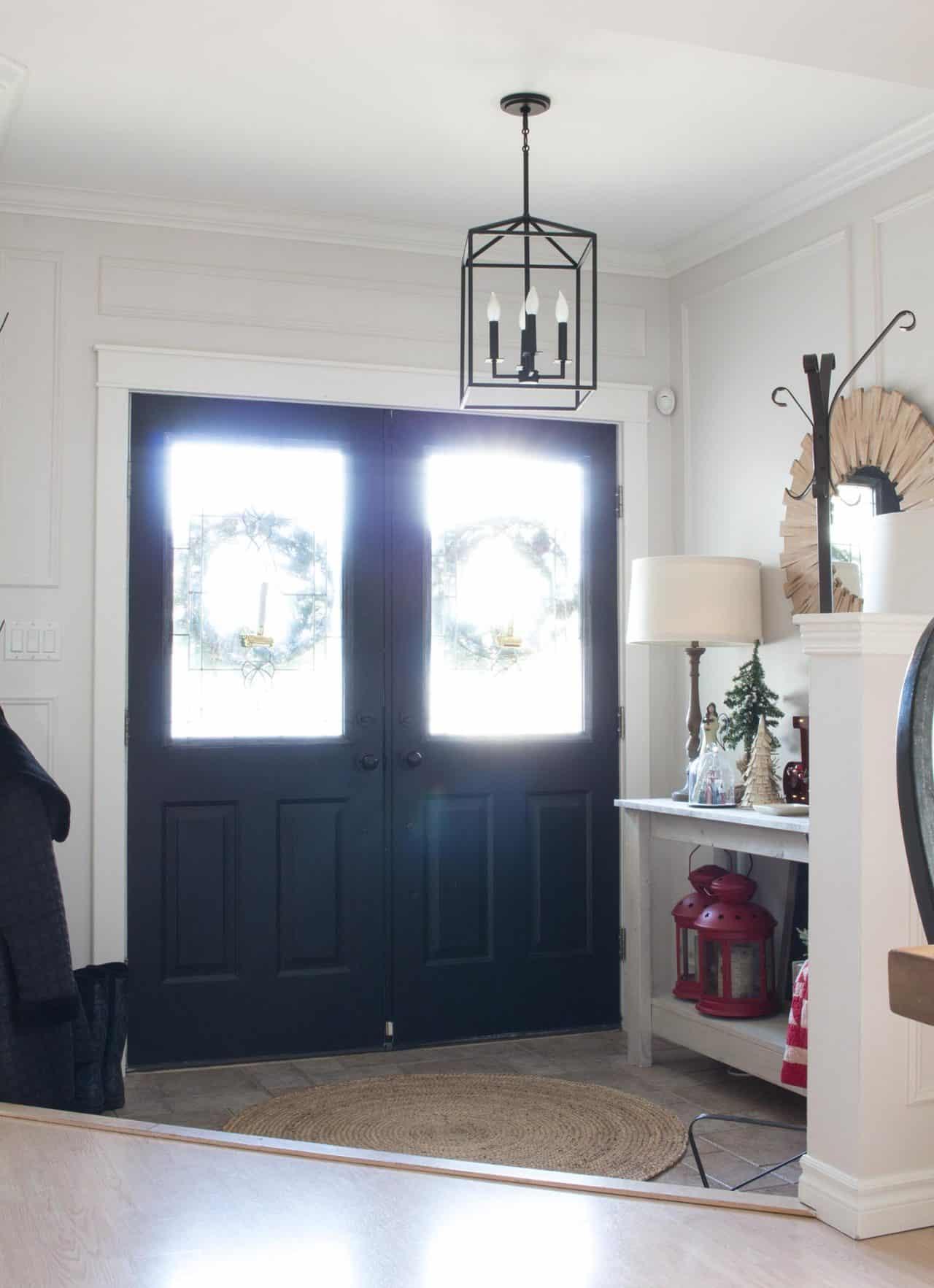 farmhouse-christmas-entryway