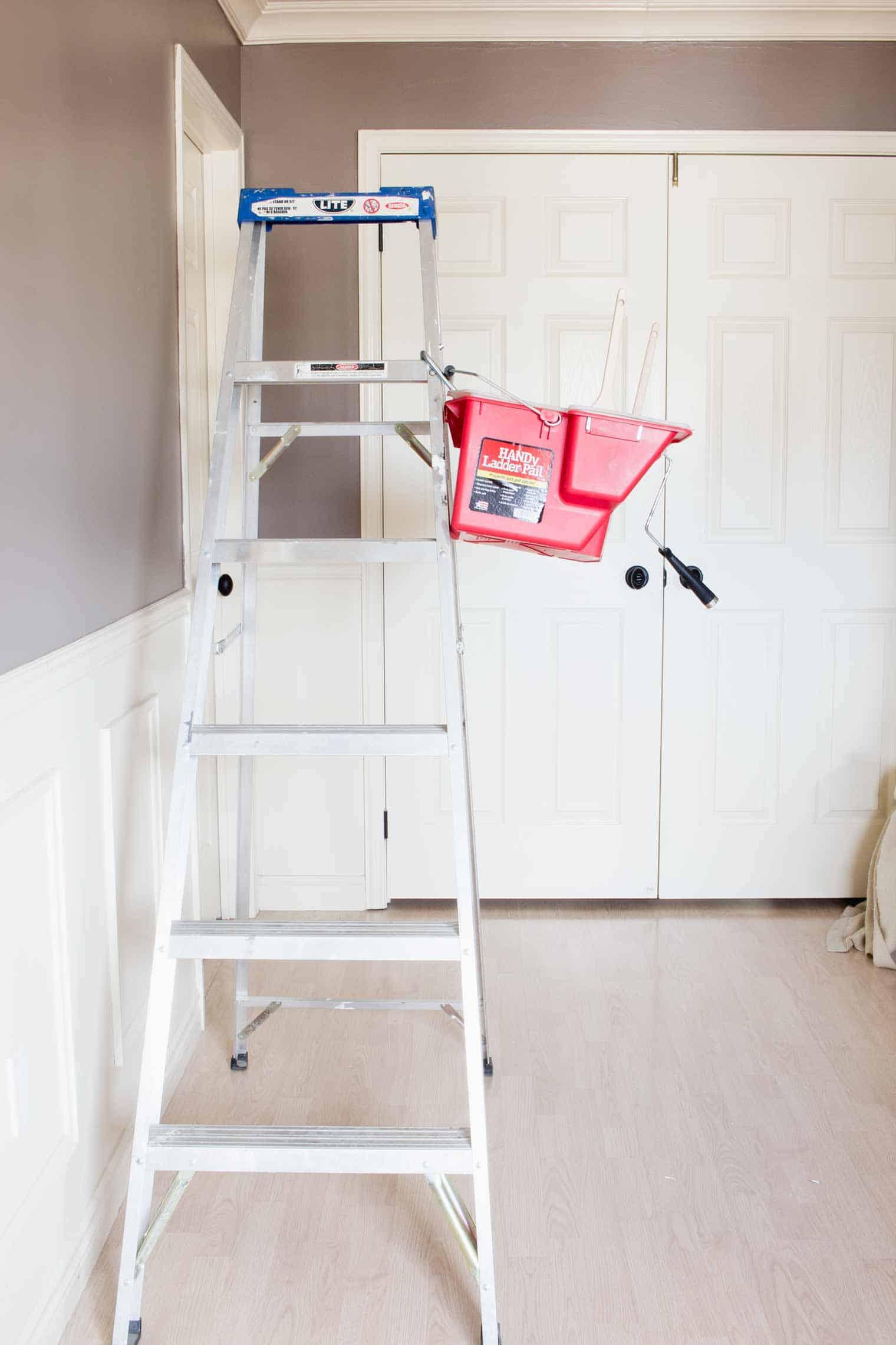 HANDy Paint Ladder Pail!