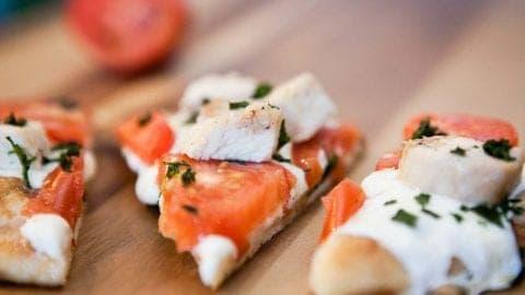 Grilled Chicken Margherita Flatbread Pizza – Gourmet Taste at Home