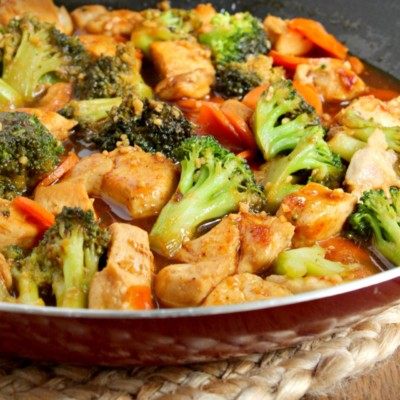 Honey Garlic Chicken Stir Fry with Broccoli & Carrots