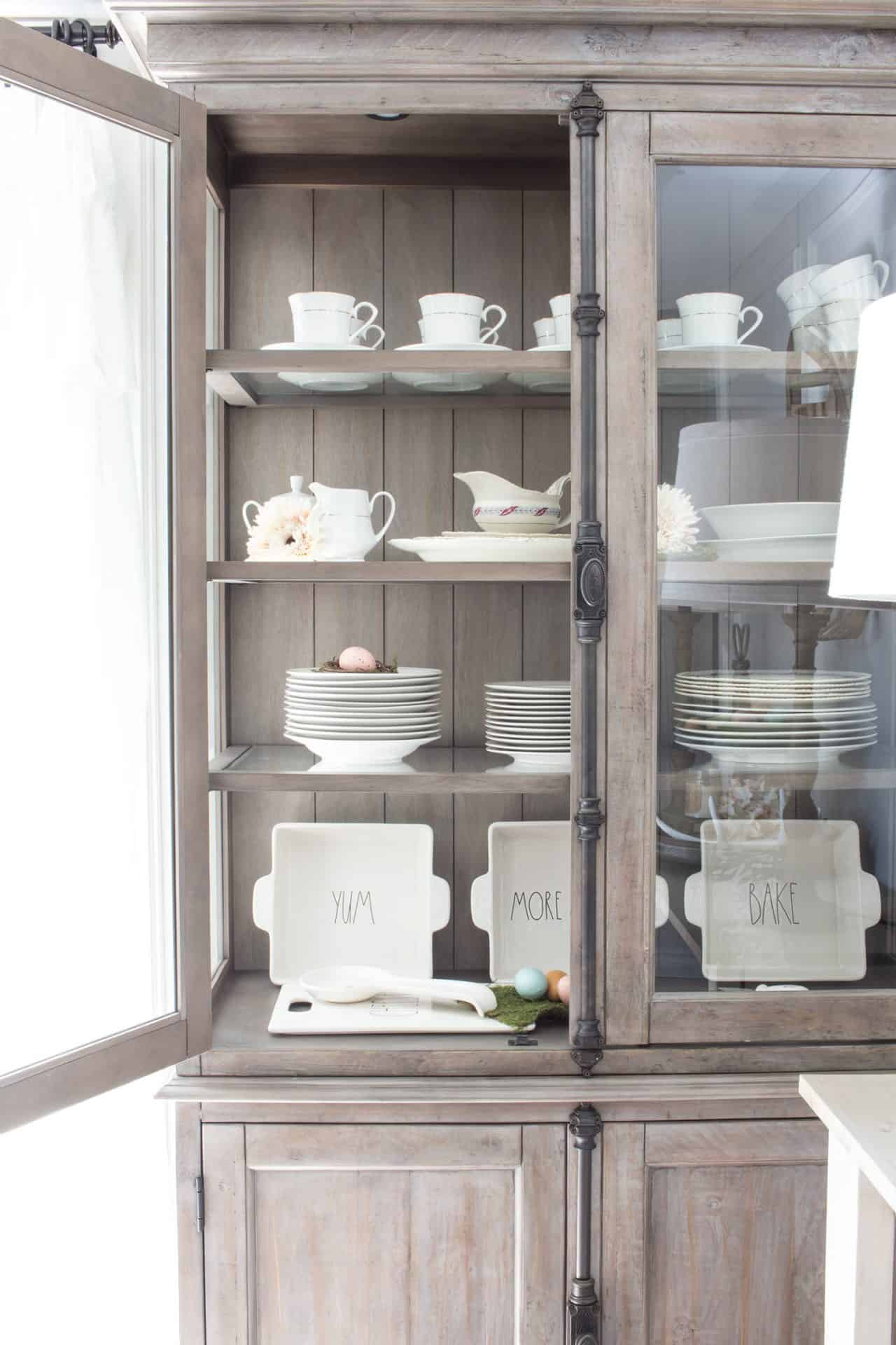 How to Organize a Dining Room Hutch