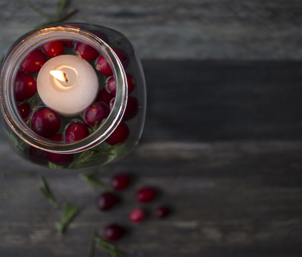 Quick & Easy Floating Candles for Your Christmas Centerpiece