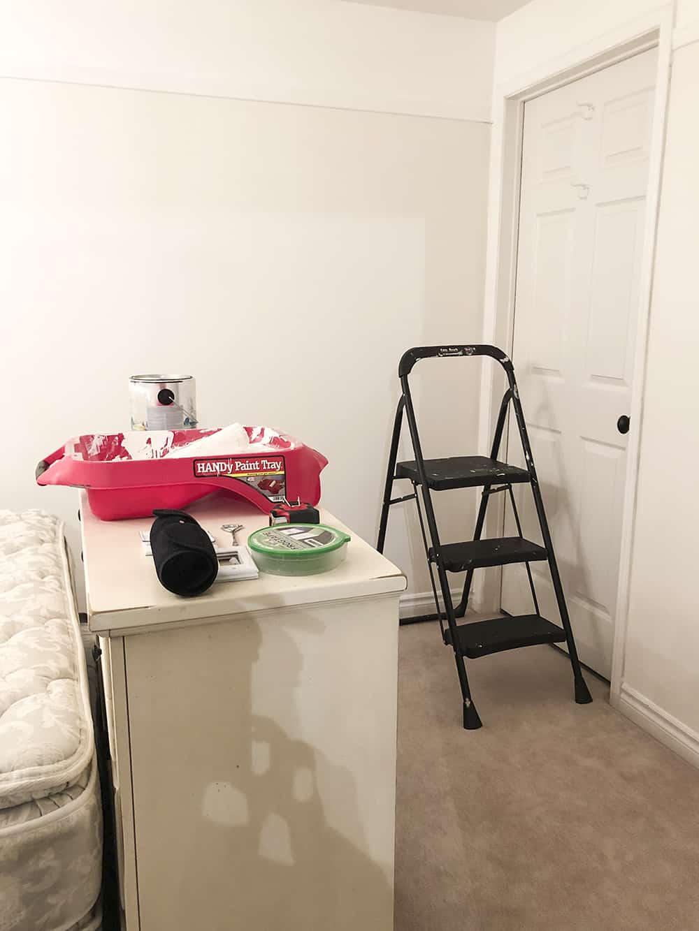 empty room painting