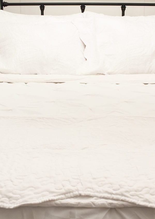 Affordable Farmhouse Style Bedding (Guest Room Makeover Wk 4 of 6)
