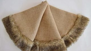 Jutte Burlap Linen fabric with faux fur border Christmas tree skirt