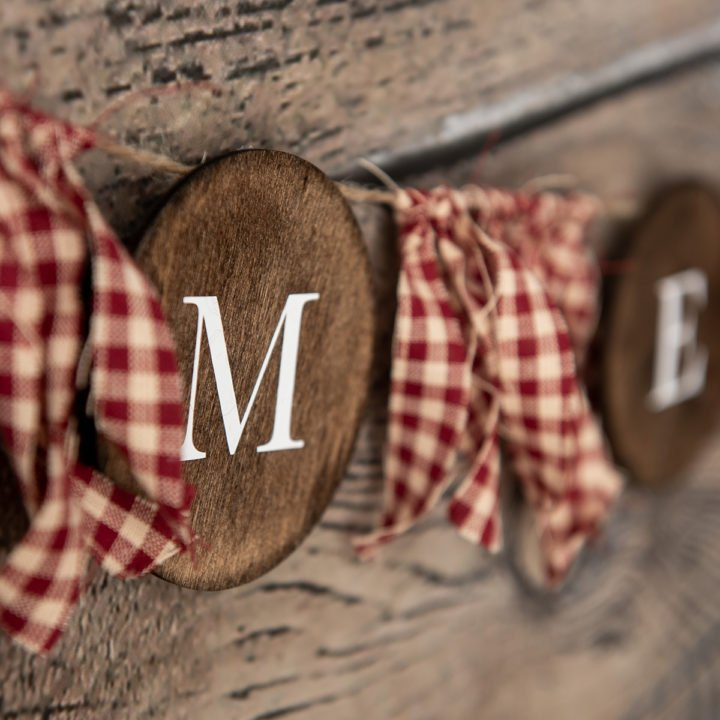 How to Make a Farmhouse-Style Holiday Wood Banner Printable Instructions