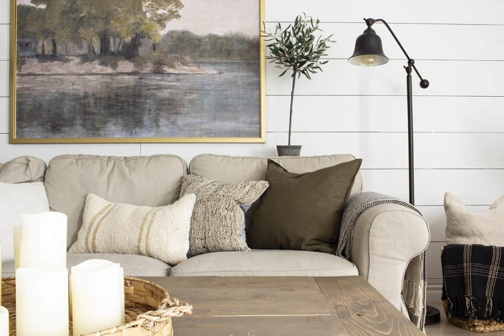 Mixing and matching throw pillows in earth tones